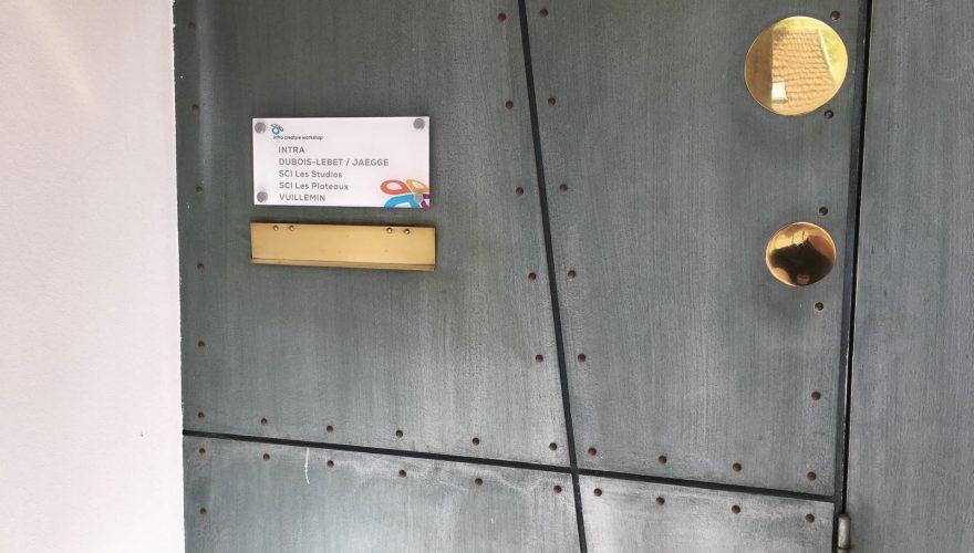 Plaque gravée en plexiglas